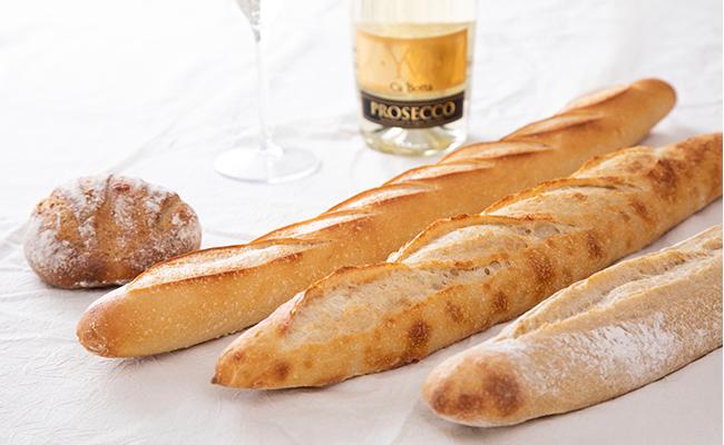 今回のパンは、都立大学にある『トシ オー クー デュ パン』のバゲット3種類です。