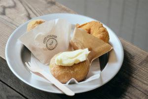 相性抜群!揚げたてドーナツと、自家焙煎コーヒー。京都・東山『loose kyoto』