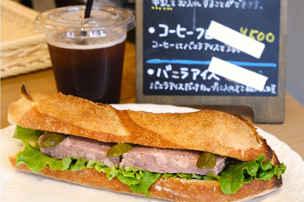 フランス産小麦のバゲットにパテを豪快に挟んだサンドイッチ!文京区小石川『ブクタン ブーランジェリー』