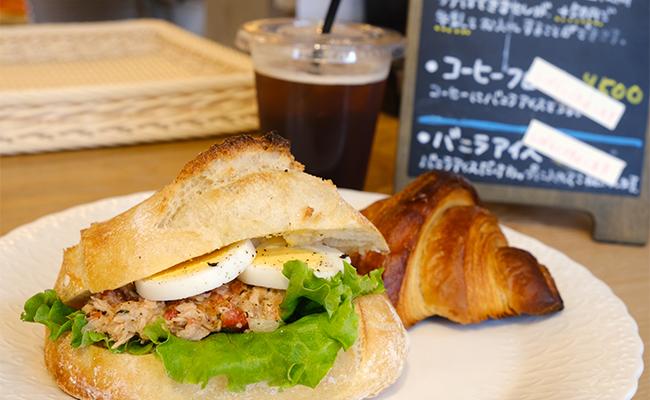 バゲットと同じ小麦粉を使った「プーリッシュ」というパンに挟んだ「ツナサンド」も人気。