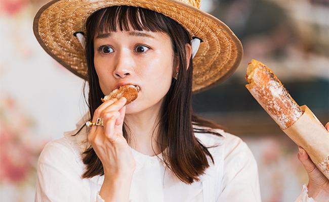 焼きたての「バゲット」…眼が飛び出そうなほどおいしい!!朝は焼き立てのパンが並ぶのですぐに食べたい♪