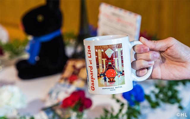 宿泊プランご利用の方にはオリジナルアート作品が描かれたマグカップとオリジナルポストカードの特典付き