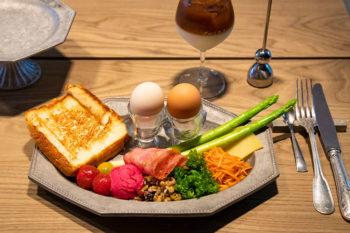 """隠れ家カフェ『プルミエメ』で味わう""""ちょっとよそゆき""""の朝ごはん"""