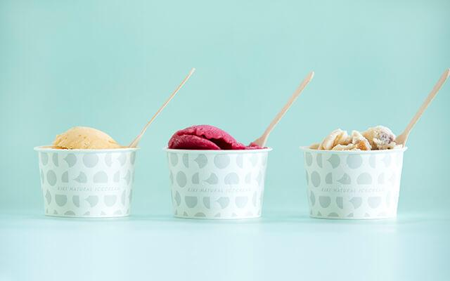 アイスクリームを詰めているカップは「chalkboy」のデザイン