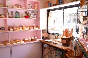 フランスのアンティークに囲まれて、本場仕込みのパンを楽しむ大阪・肥...
