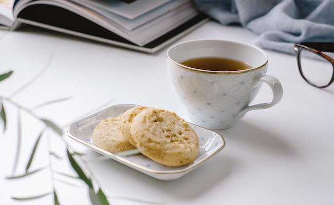 本とお菓子と紅茶