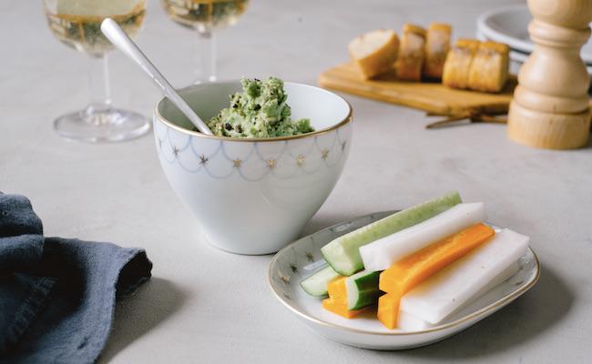 野菜スティックとアボカドディップ